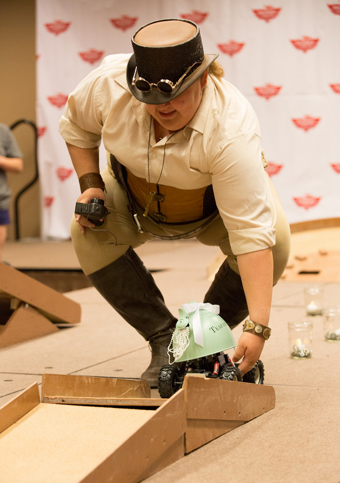 A contestant readying her Splendid Teapot racer at the 2016 Phoenix Comicon. Image courtesy Phoenix Comicon