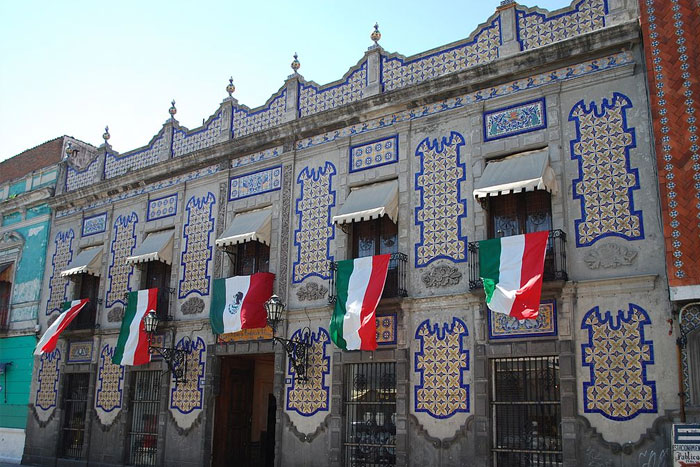 Facade of the Uriarte Talavera pottery workshop on 4Poniente Street in the city of Puebla