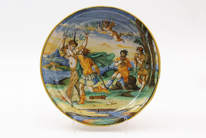 Maiolica plate with a scene from the story of Daphne and Apollo
