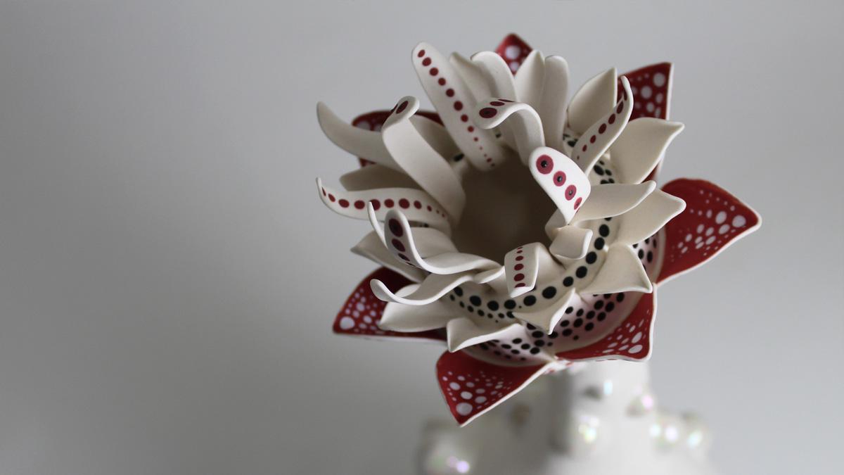 Ceramic sculpture by Daumante Stirbyte