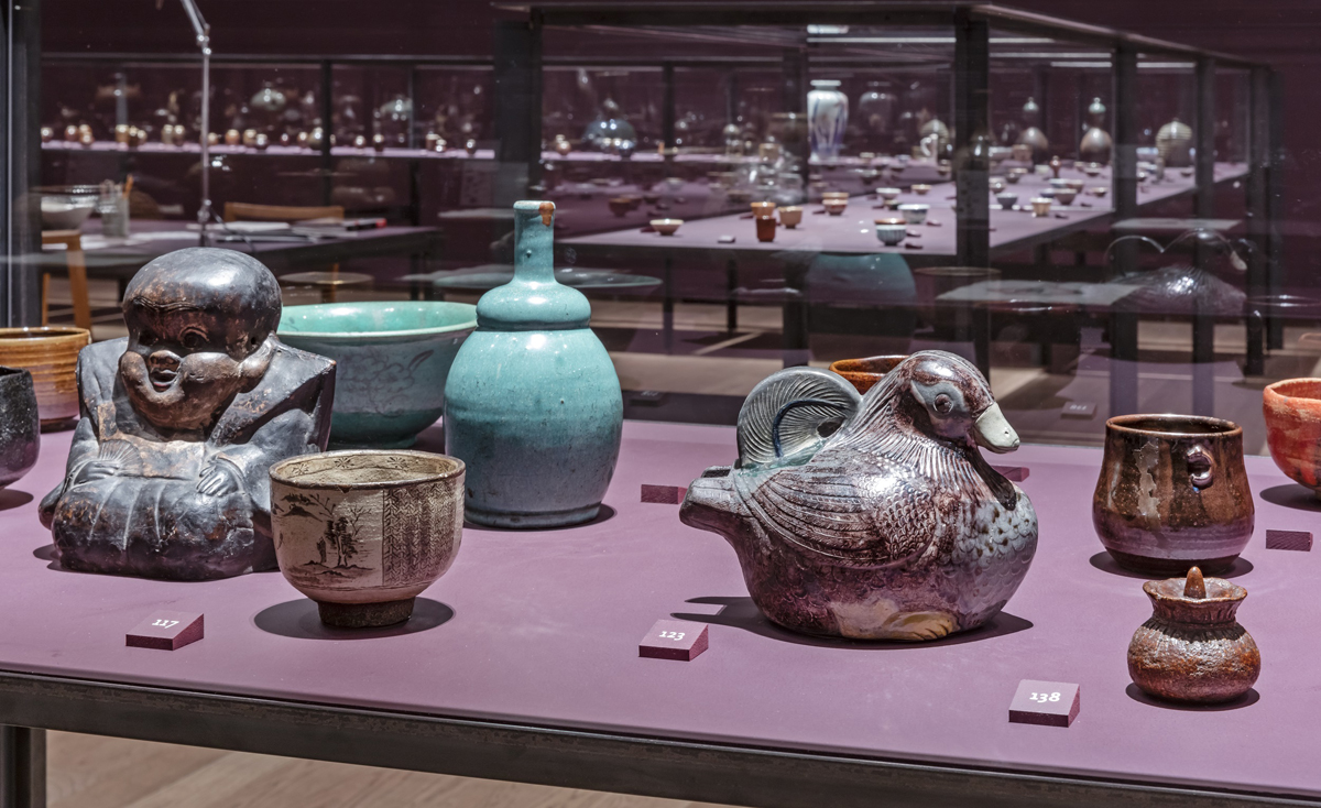 Obsession: Sir William Van Horne's Japanese Ceramics (installation view), 2018. Photo: Toni Hafkenscheid