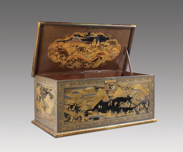 Japanese lacquered chest, 1630-1640, maki-e technique, height 63.5 cm, length 144.5 cm and width 73 cm. Photos courtesy the Rijksmuseum