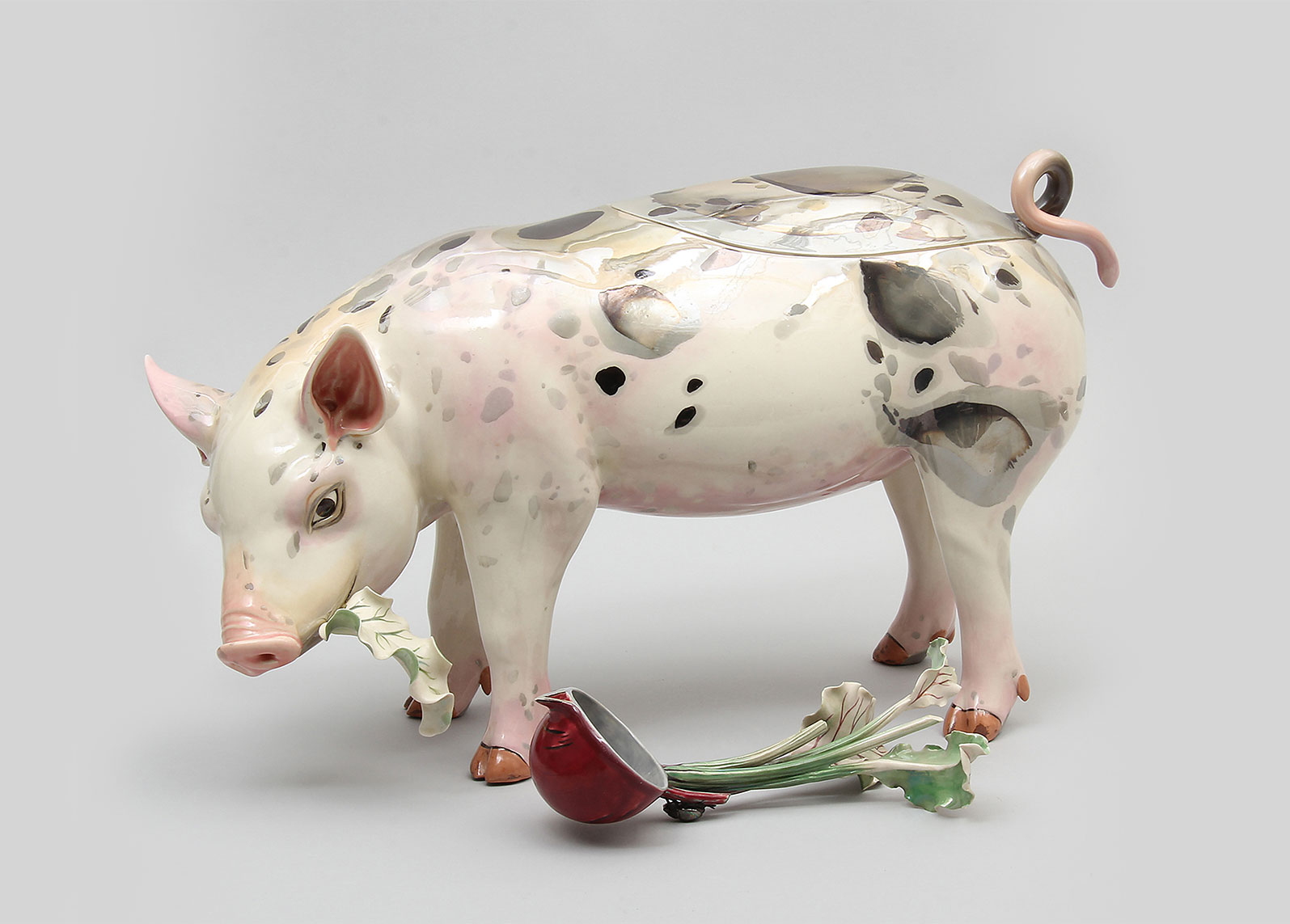 Soup tureen in the shape of a pig