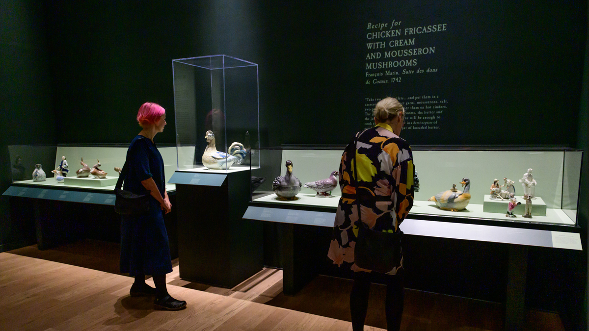 Two people looking at ceramic bird tureens in the exhibition Savour: Food Culture in the Age of Enlightenment